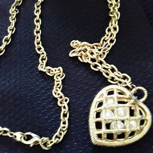 Jewelry - 💍💍💍 3/$25 Caged pearls heart pendant
